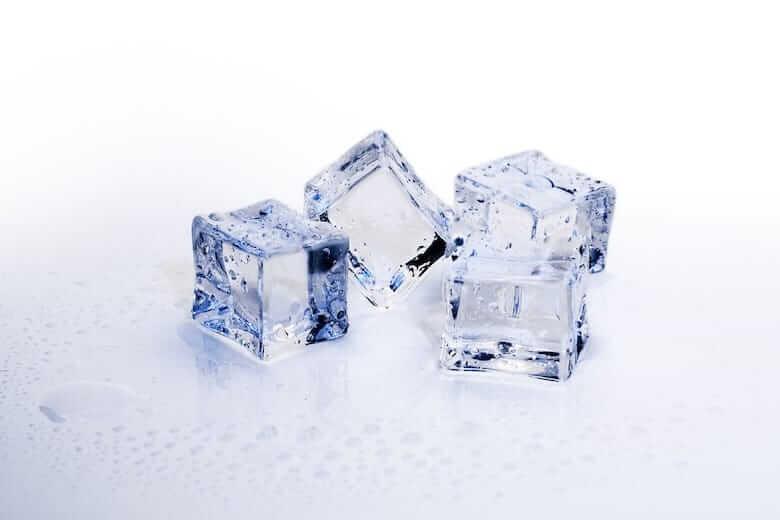 кубиком льда