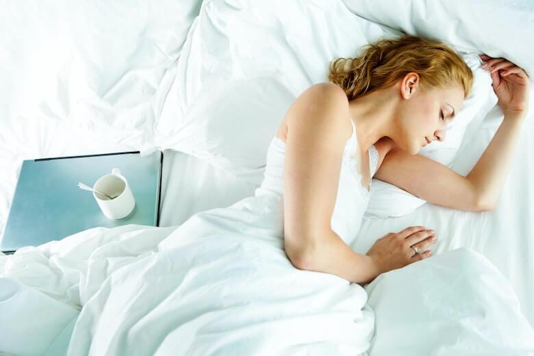 Спящие на животе, спине и на правом боку — у нас для вас плохие новости. Очевидно, нам всем следует спать на левом боку.